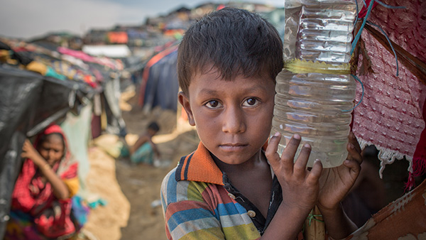 A boy who came to Bangladesh with his mother and a younger brother and a younger sister is suffering a lot due to lack of proper medical facilities ©Turjoy Chowdhury/Disasters Emergency Committee