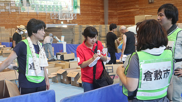 14.JPS's NGO member staff hearing the needs from the affected people at the Kurashiki Athletic park's hall, Okayama, 14th July 2018 ©AAR