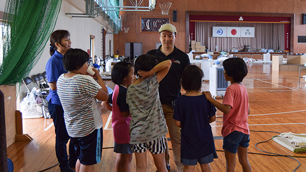 17.JPF staffs talking with children to get their needs in Nomura junior high school where they use as the evacuation shelter, Ehime, 14th July 2018 ©JPF