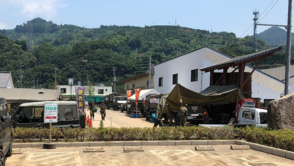 32. Bath Services for affected people by Self-Defense Force in front of Uwajima Public Hall/ Uwajima Ehime, 15th July, 2018 ©JPF