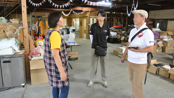44. JPF staffs who listen closely to affected person's potential needs for further support / Yoshida town, Uwajima, Ehime, 31st July ©JPF