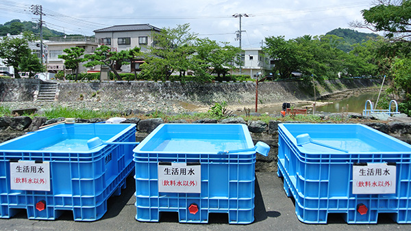 43. Water tanks settled on near evacuation shelter / Yoshida town, Uwajima, Ehime, 31st July ©JPF
