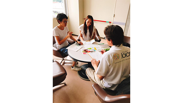 42. JOICFP staff who listens closely to mothers' stories for future support / Yoshida town, Uwajima, Ehime, 29th July ©JOICFP