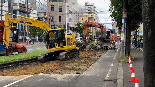 15. Conncentrated efforts are being made to rebuild roads Sapporo Sep. 9 ©JPF