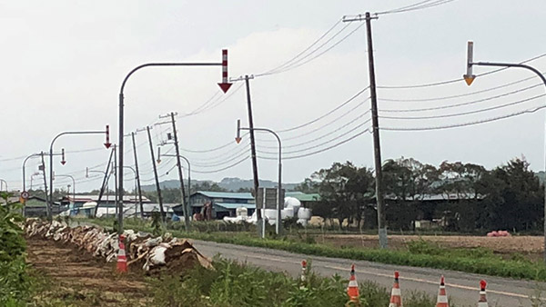 04. An electricity pole tilted by the earthquake Atsuma Sep. 7 ©JPF