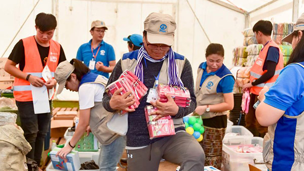 Staff preparing the items for child-friendly space ©Plan International