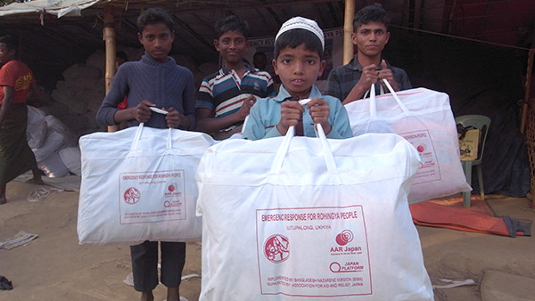 AAR Japan distributed relief items including blankets, mosquitoe nets and clothes for each household. /January, 2018 ©AAR