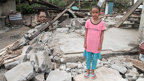 A girl standing her destroyed house by the earthquake /12 October, 2018 ©Lewis Inman/Arete Stories/DEC