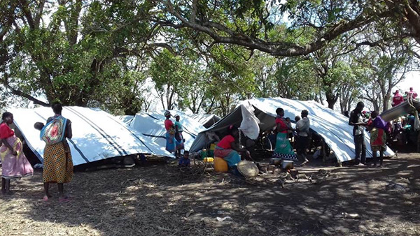 People in evacuation camp/Mozambique ©Good Neighbors