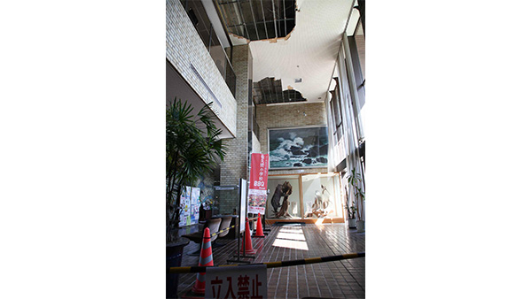 Ceiling of the town hall in Kyonan damaged by the typhoon ©JPF