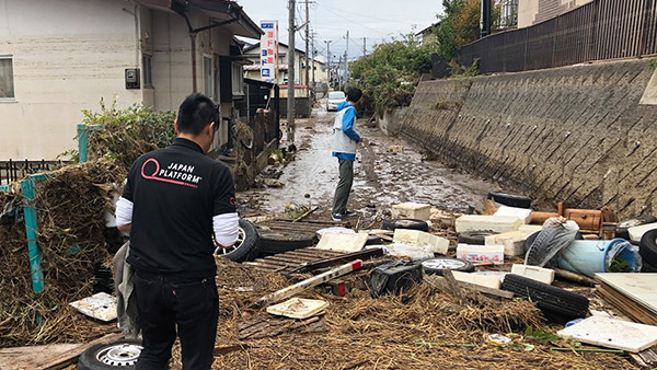 Joint damage assessment by JPF and JVOAD at the Abukuma River Basin in Fukushima city and Date city ©JPF