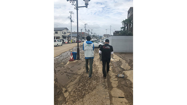 Joint damage assessment by JPF and JVOAD in the Yanagawa District of Date, Fukushima Prefecture ©JPF