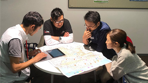 Sharing information on the damage in Fukushima Prefecture and discussing the assessment to be carried out tomorrow and onward with the assessment team from PBV, a JPF member NGO ©JPF