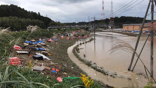 The area near the Mito-Kita Interchange is still submerged in water ©JPF