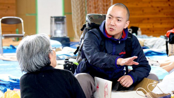 Interviewing evacuees at the evacuation shelter ©SVA