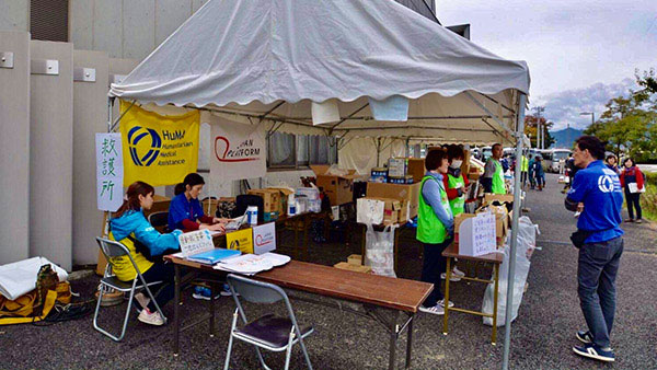 Setting up a medical aid station  to support volunteers' health #1 ©HuMA