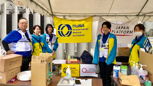 Setting up a medical aid station  to support volunteers' health #2 ©HuMA