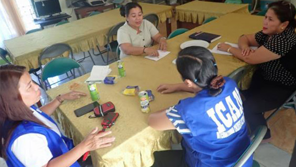 ICAN staff interviewing elementary school teachers for their needs ©ICAN