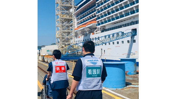 Providing care for the cruise ship in Nagasaki2 ©PWJ/ARROWS