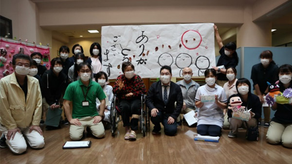 "Masks being in use at a facility (*Banner: ""Thank You"") ©PWJ"