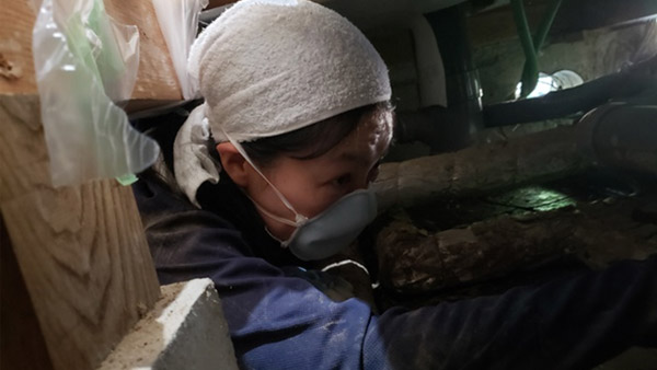 Mud removal from a flooded home in Asahi, Takayama ©Vnet