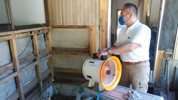 Drying walls to prevent termite damage ©Vnet
