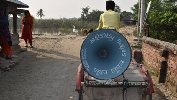 Informing the community of vaccination camp with a loud speaker placed on cart ©SN