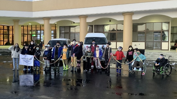 Commemorative photo taken in front of the donated vehicles ©PWJ