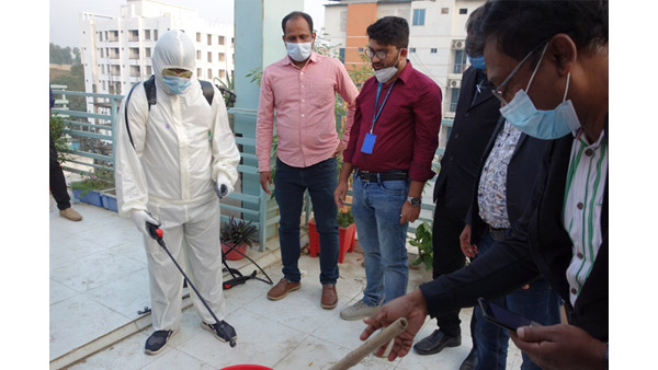 Disinfection demonstration by public health experts ©AAR