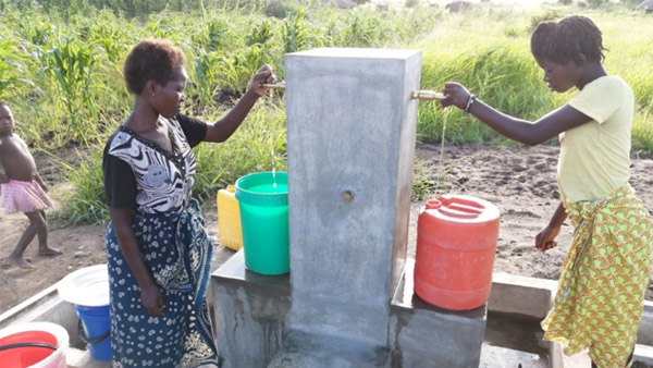 Residents fetch water at a water supply station ©PWJ